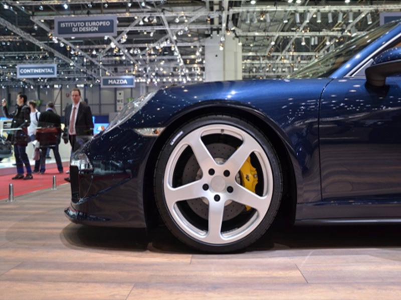 Roadster на выставке автомобилей в Женеве