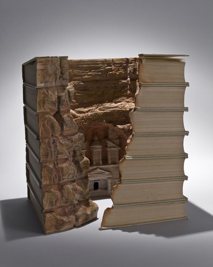Альтернативное использование книг.
