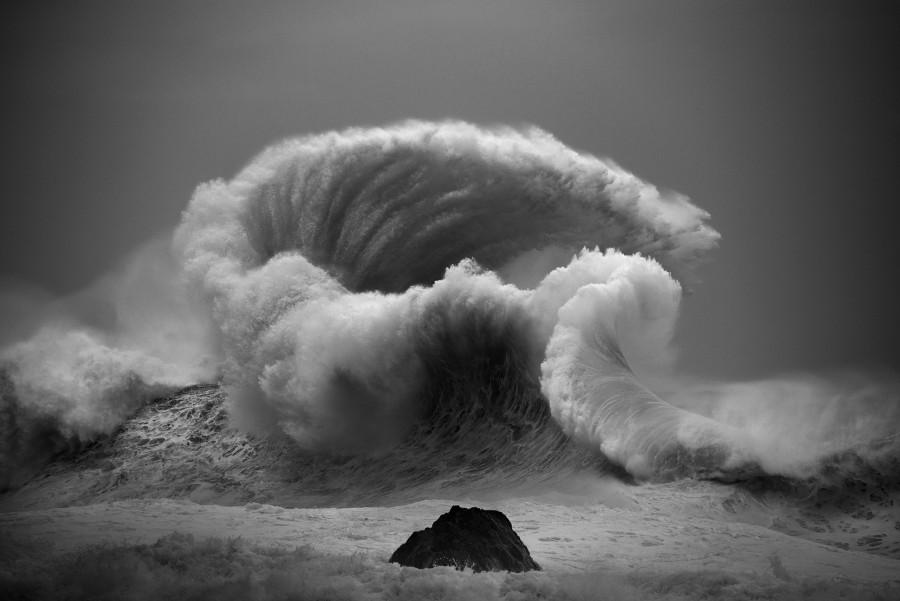 Водоворот волны океана